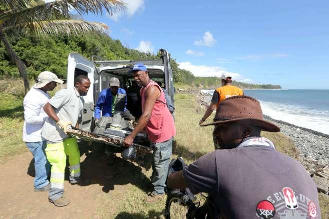 Grupos de voluntarios ayudan a las autoridades francesas a buscar...
