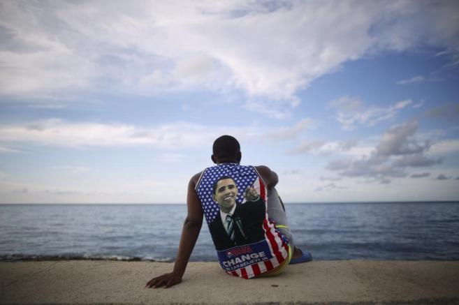 Electo Rossel, estudiante de medicina, en el Malecón de La Habana.