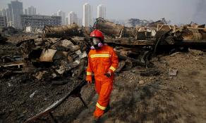 Un bombero, en la zona de la explosión.