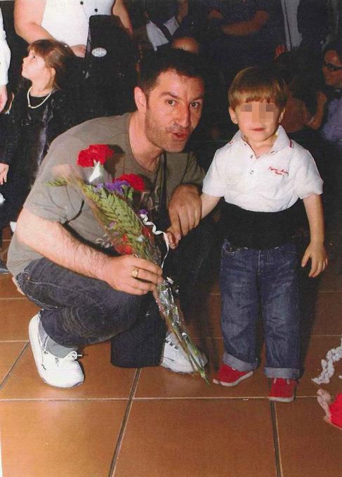 Venere, junto a su hijo durante la Semana Santa de 2010 en Sevilla.