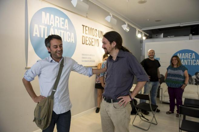 El alcalde de La Coruña, Xulio Ferreiro (Marea Atlántica), junto a...