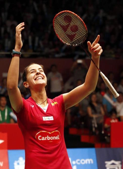 Carolina Marín celebra su título mundial.