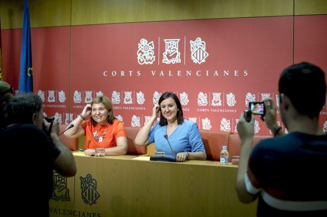 La portavoz del PP en las Cortes, Isabel Bonig, junto a la portavoz...