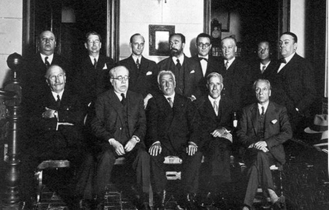 Primer gobierno de la II República en 1931, entre ellos, algunos de...