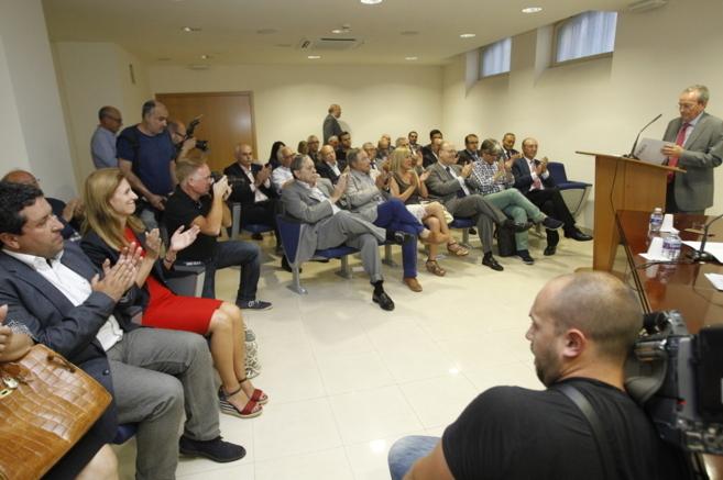 Discurso de José Roca ante los políticos tras su reelección como...