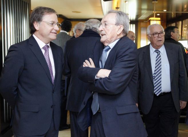 José Roca, en el centro, es el presidente de la patronal de empresas...