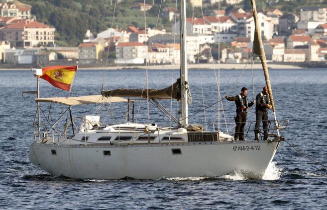Llegada al puerto de Vigo del velero Silver Black, interceptado con...