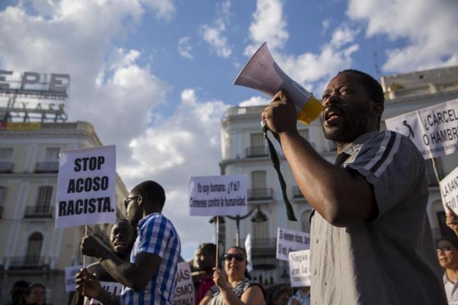 Decenas de personas se concentraron en Madrid en protesta por la...