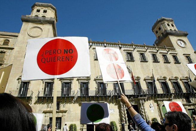 Protesta antideshaucios frente al Ayuntamiento, en imagen de archivo.