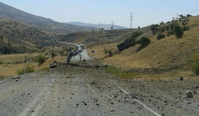Estado de una carretera tras el ataque contra ejército turco donde...