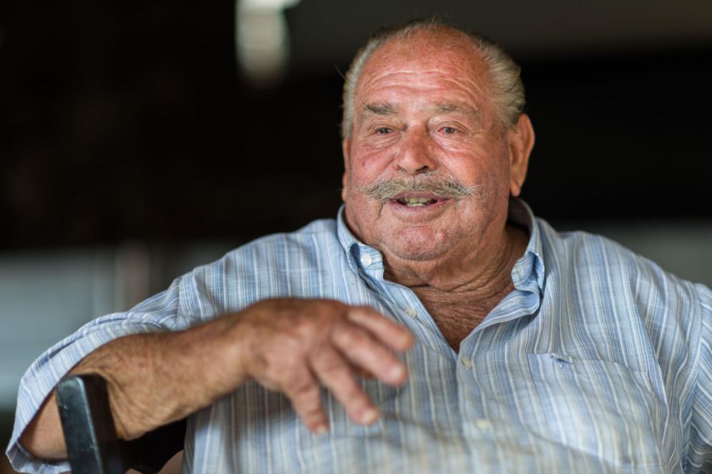 Juan Ferrer en su restaurante 'El Bigotes' de Cala Mastella,...