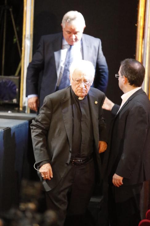 Daniel Pontes, el Padre Ángel y el productor Jesús Cimarro durante...