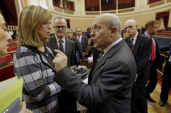 La consellera catalana Irene Rigau y el entonces ministro José...