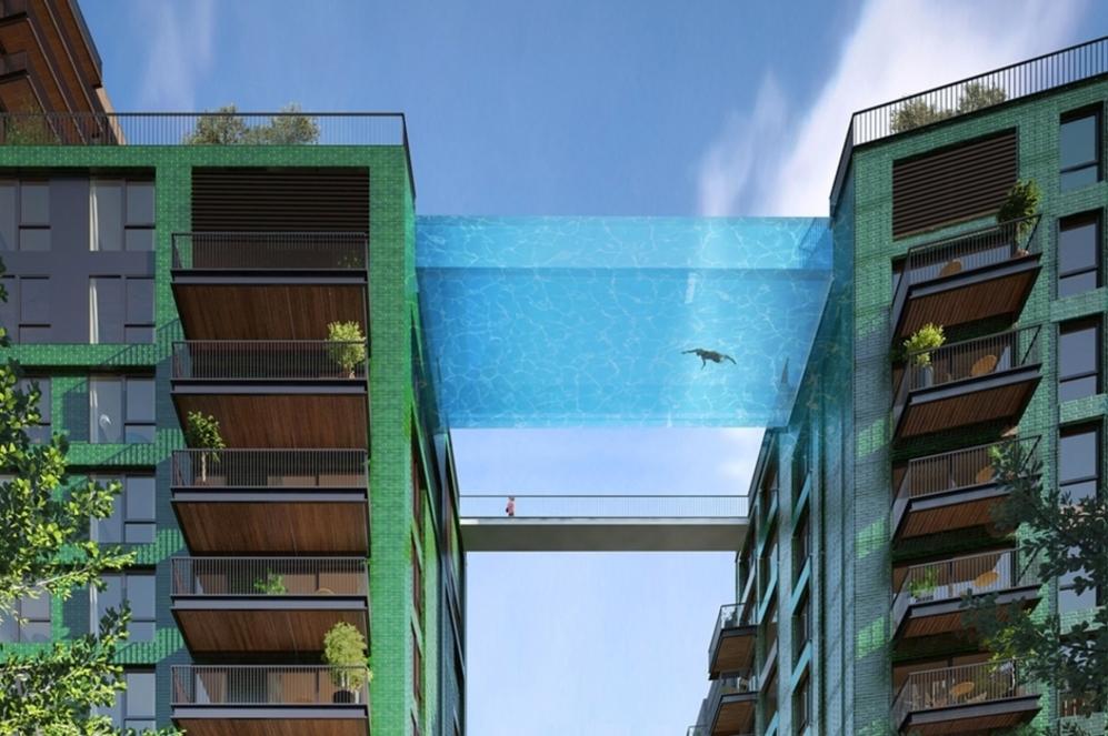 Recreación de la vista de la piscina, asumiendo el papel de...