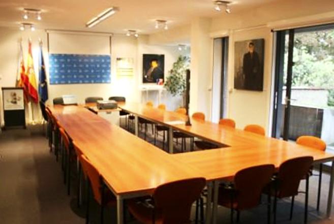 La sala de la oficina en Bruselas de la Fundación Comunidad...