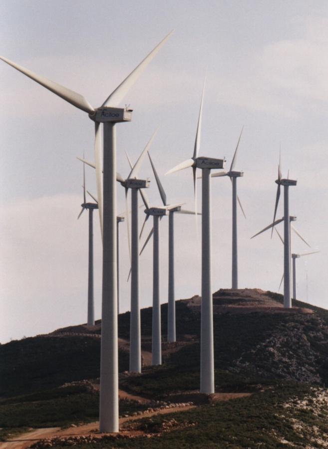 Aerogeneradores del parque eólico de Buñol, que está fuera del plan...