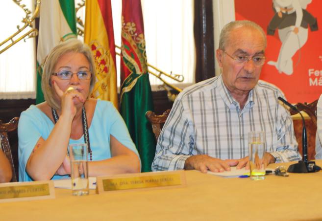 El alcalde de Málaga, Francisco de la Torre, en su balance, junto a...
