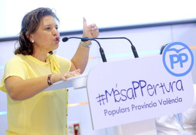 Isabel Bonig durante una comparecencia como presidenta del PP...
