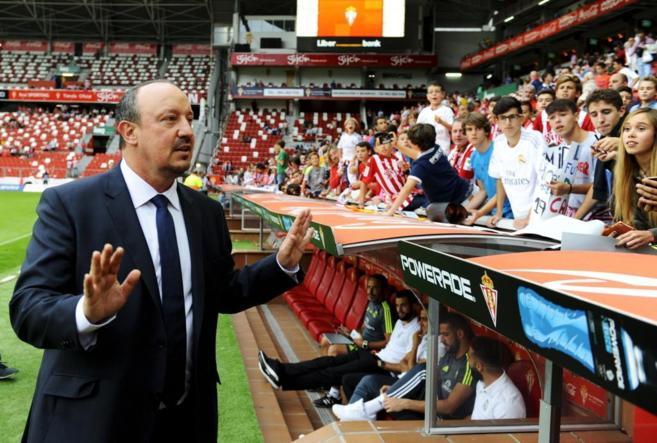 Rafael Benitez gesticula durante el partido ante el Sporting