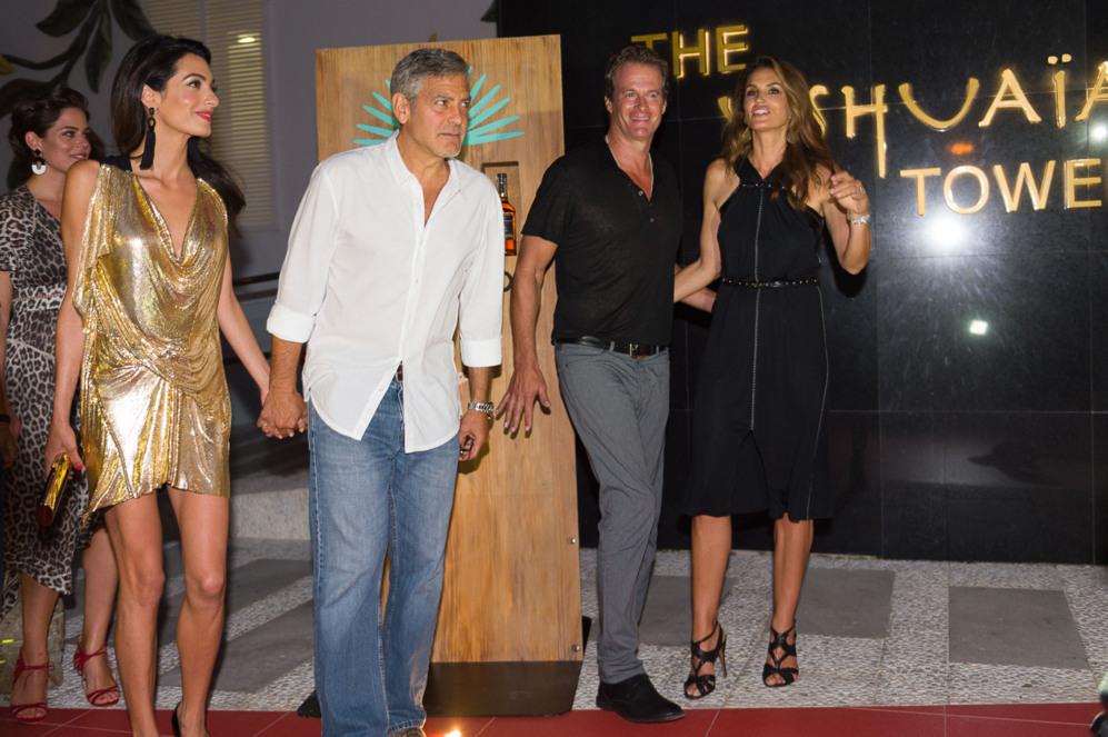 Amal Alamuddin y George Clooney junto a Rande Gerber y Cindy Crawford,...