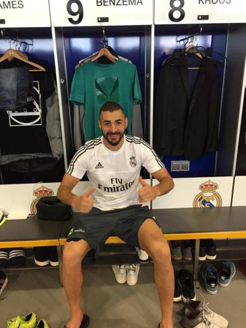 Benzema en el vestuario del Real Madrid