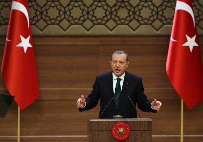 El presidente turco,  Recep Tayyip Erdogan, en el palacio presidencial...