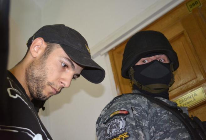 Sergio Morate, custodiado por la policía rumana en Timisoara.