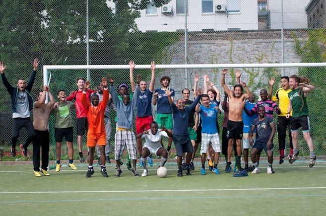 Refugiados miembros del equipo de fútbol, en el barrio berlinés de...