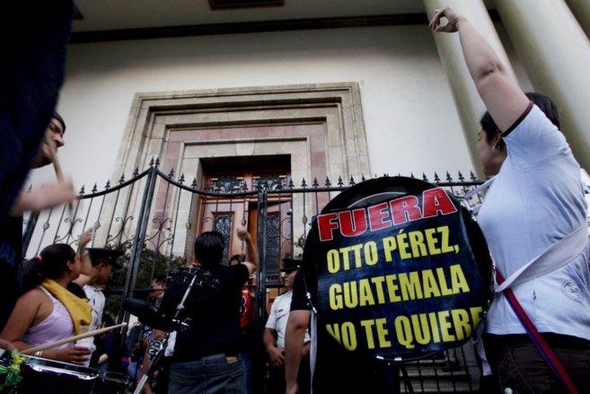 Cientos de manifestantes piden la dimisión de Otto Pérez en Ciudad...
