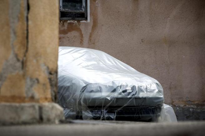 El Seat Ibiza verde de Morate, ayer, envuelto en plástico y listo...