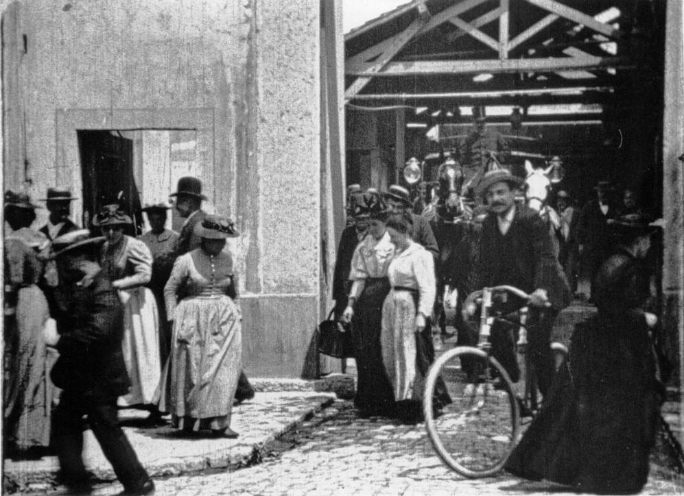 Fotograma de la salida de los obreros de la fábrica, de los hermanos...