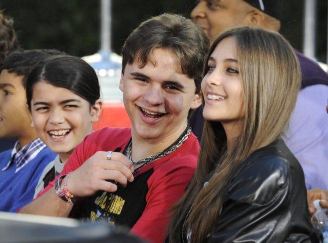 Los hijos de Michael Jackson: Paris (17), Prince Michael (18) y Prince...
