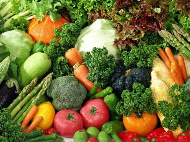 Se recomienda consumir una gran cantidad de verduras y hortalizas.