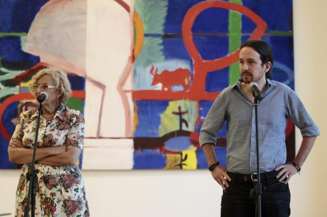 La alcaldesa de Madrid, Manuela Carmona, recibe en la sede del...