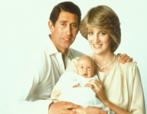 El príncipe y la princesa de Gales junto a su hijo, el príncipe...