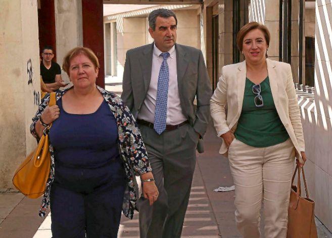 La delegada de la Junta en Granada, Sandra García, tras declarar como...