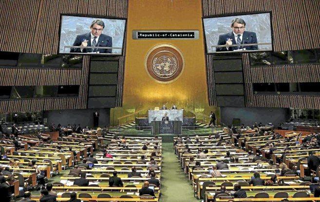 Fotomontaje del presidente Artur Mas interviniendo en una asamblea...