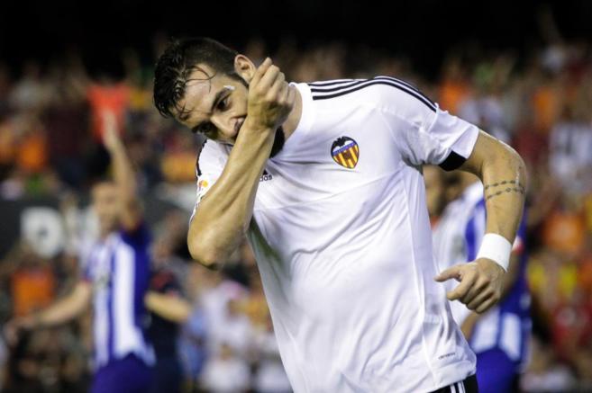 Negredo celebra el gol contra el Deportivo, en Mestalla.