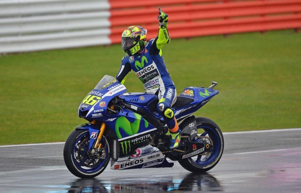 Valentino Rossi festeja su triunfo en el circuito de Silverstone, el...