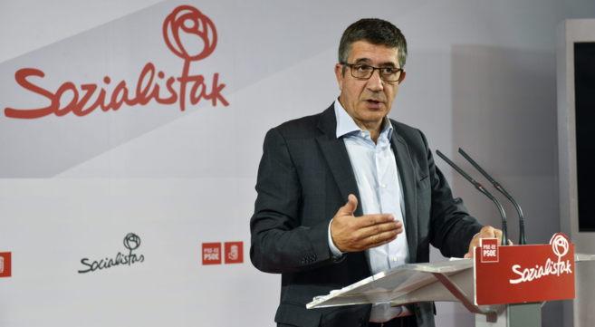 Patxi López ayer durante su comparecencia en Bilbao.