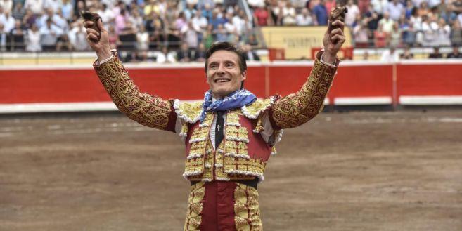 El diestro Diego Urdiales, emocionado tras cortar dos orejas