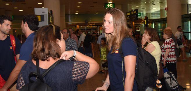 Melani Costa, en el aeropuerto de Barcelona, hace unos días.