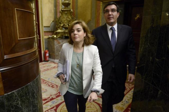 Soraya Sáenz de Santamaría y José Luis Ayllón, en el Congreso de...
