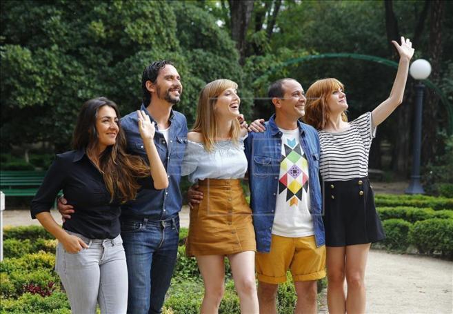 Paco León junto a parte del elenco de su película 'Kiki, el...