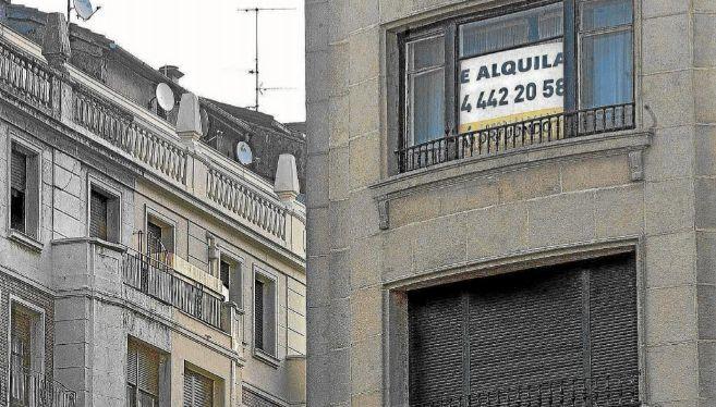 """Cartel de """"Se Alquila"""" en una vivienda de Bilbao"""