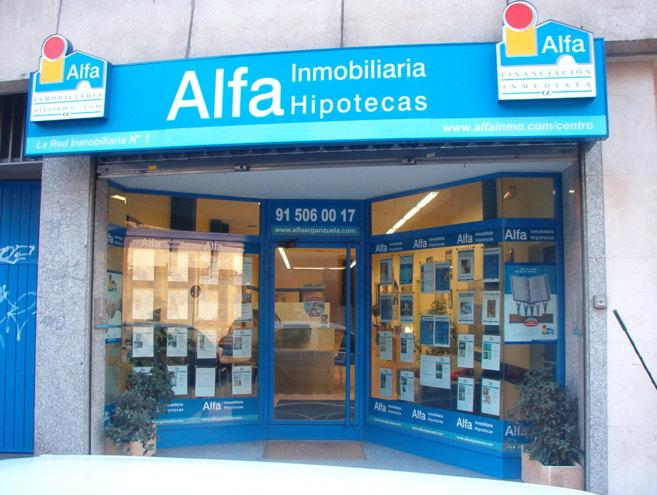 Fachada de una de las evas oficinas de la red Alfa Inmobiliaria