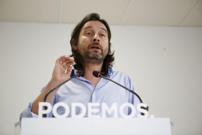 Rafael Mayoral,  Secretario de Relaciones con la Sociedad Civil de...