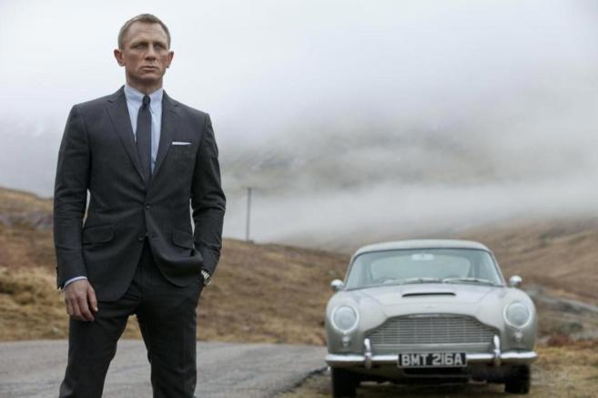 El actor Daniel Craig como James Bond en un fotograma de...