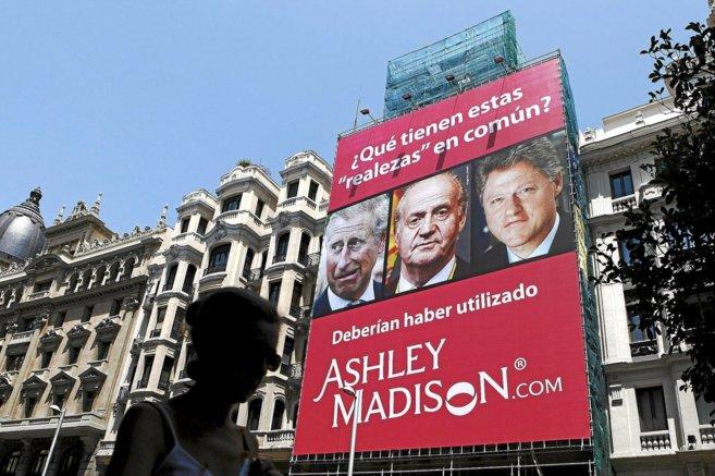 Uno de los carteles que utilizó Ashley Madison para publicitarse en...
