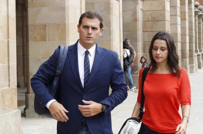 Albert Rivera, líder de Ciudadanos, junto a Inés Arrimadas a la...